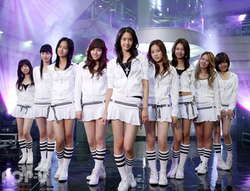 ayo, siapa tahu. ? ini girlsband apa ??? oya, siapa yang tahu juga, ini foto lagu apa ??? klo kalian ga tahu, ini adala girlsband korea, namanya girl generations, atau SNSD. itu aja ya,, oya, siapa idola mu ??? WOW-nya jg dong......