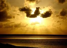ass.wr.wb masya allah telah di te mukan gambar berbentuk lafadz allah di pantai losari makassar jngn lupa WOW NYA :)
