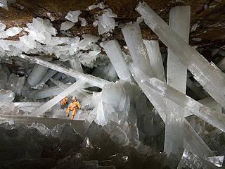Cave of the crystal Gua yang berisi pilar-pilar kristal yang terletak di sebuah pertambangan di Cihuahua Meksiko.