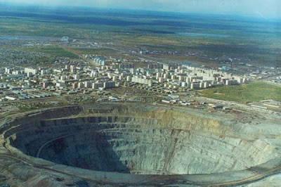 PERTAMBANGAN PERMATA MIRNY , RUSSIA Berada di sebuah kota yang bernama Siberia yang terkenal dengan Mir Diamond Mine yang hadir dengan pembangian kue dalam numero holie.