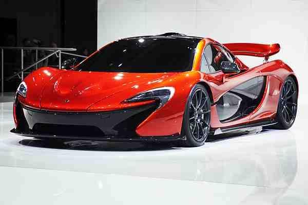mobil yang akan menyaingi bugatti veyron dibagian teknologi wing back hidroliknya. suka mobil ini bilang wow...