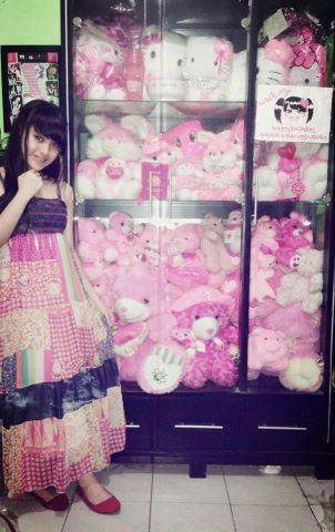 Koleksi boneka Hello Kitty Nabilah JKT48