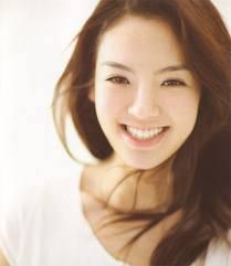 WOW, hyoyeon cantik banget ya? hayyo, ada yg tau gak sebenarnya siapa sih, artis/presenter yg mirip sama Hyoyeon kalo lg senyum kayak gini? yg tau di-comment ya plus WOW