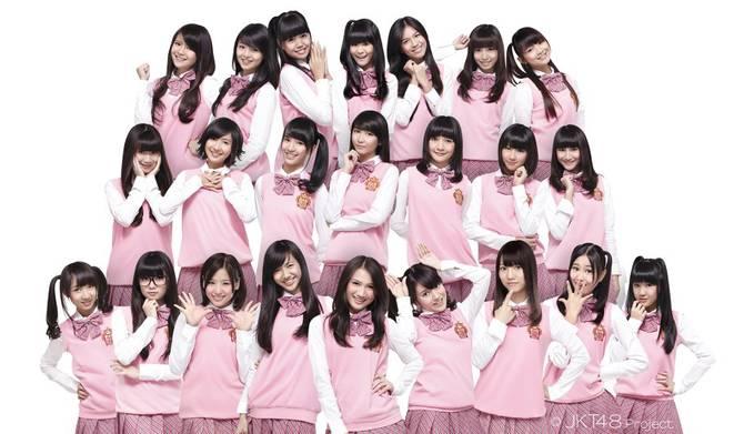 ?#Fakta JKT 48 Faktanya JKT48 berpusat di Jakarta dan diproduseri oleh Yasushi Akimoto Kalian tau gak, waktu JKT48 nampil di acara-acara jepang, lalu, iklan pocari sweetnya JKT48 yang di putarkan di depan mata para anggota AKB48, Mereka bilang