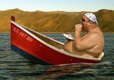 Pria gendut di sebuah kapal kecil benar-benar bukanlah ide bagus