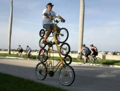 haha... sepedanya unik ya.. WOW nya dong