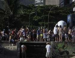 Buang air kecil di sembarang tempat sudah jadi hal yang sangat umum di Rio de Janeiro, Brazil. Baik turis maupun penduduk lokal sama-sama melakukan tingkah negatif ini. Tapi hati-hati, kini ada aparat yang akan menangkap.