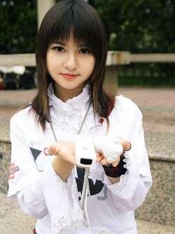 Cantik bukan? dia itu Cowok bukan Cewek. namanya Kiyoshi Sakurazuka, seorang cosplayer cowok yang tak pernah memakai pakaian cosplay cowok. dia adalah seorang Crrosdrreser. tapi dia bukan MAHO. Biodatanya Name: kiyoshi sakurazuka Real Name :???