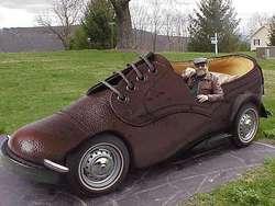 Mobil bentuk sebatu #LOL