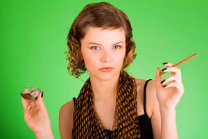 Rokok merupakan salah satu produk konsumen paling laris di dunia. Para perokok merupakan pembeli yang loyal karena setiap hari selalu membeli rokok. Begitu juga dengan perusahaan rokok memiliki laba yang fantastis jangan lupa WOW nyaa (y)