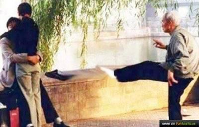 Hati-hati pacaran dengan orang China karena bapaknya jago kung fu . Jadi kalau mau peluk anaknya harus bisa menghindari jurus tendangan kilat milik bapaknya