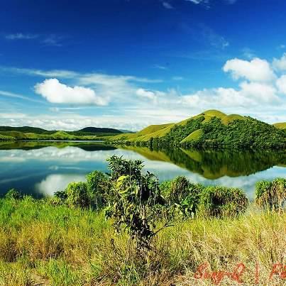 :: Nature Reflection :: Danau Sentani, Papua - Indonesia Klik WOW, Agar Dunia Tau Betapa Indahnya Alam Indonesia :)