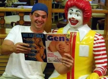 Poto Lucu Ronald McDonald Yg Tidak Pantas Ditiru, ini Patung Ato Ap ya..?