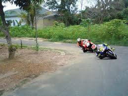 moto GP versi kampoeng :D WOW. nyah ya ;)