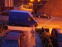 Penampakan hantu di trotoar. Diambil gambarnya oleh Michael Dunbar, ketika dia melihat sesosok bayangan yang melintas di sebuah trotoar. Dipilih oleh sekitar 19% pengunjung, gambar ini memunculkan pendapat skeptis bahwa bayangan tersebut adala