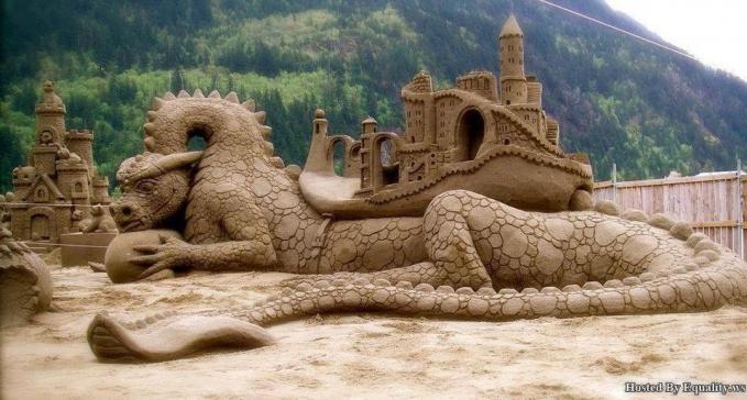 WOW... awesome art with sand ...