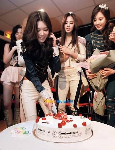 Lihat deh ultahnya Sooyoung Girls Generation (SNSD) meriah banget yah keliatannya #Jangan lupa WoW ^_^