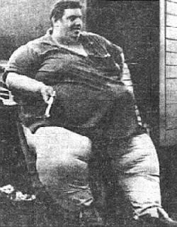 Tahukah anda siapa pemegang rekor dunia untuk kategori manusia terberat dan tergemuk?? dialah John Brower yang berasal dari Seattle amerika serikat yang mempunyai berat badan 635Kg!!