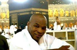 Mike Tyson: Saya menangis, saya berada di salah satu taman surga. Katanya ketika sedang menjalankan ibadah umroh di tanah suci Mekkah. Subhanallah.