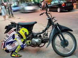 pembalap motor jaman sekarang valentino rosi pake motor beginian#woow#