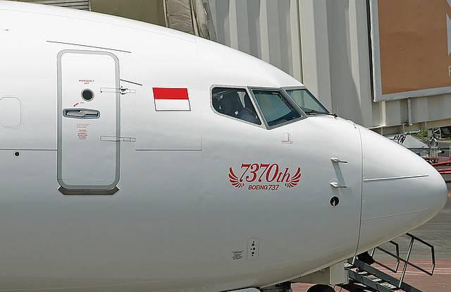 perusahaan pesawat besar di dunia , BOEING , menyerahkan pesawat seri 737-nya yang ke 7.370 kepada salah satu maskapai di Indonesia , Lion Air. Pesawat ini berupa sebuah Boeing 737-800NG dengan nomor registrasi PK-LKK. Klik WOW yaa!