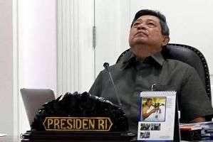 perhatikan ya kalau pak presiden capek mejalain tugas negara hmmm capek juga pak presiden
