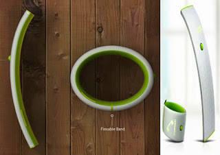 Wearable Solar - Powered Leaf Phone Charges on the Go Desainer Seung Kyun Woo dan Ju Nyi Heo terinspirasi oleh fotosintesis. Handphone daun adalah handphone yang dapat dipakai sebagai gelang yang terakumulasi daya dari sel surya pada panel.