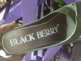 sandal model baru blackberry , apakah ada fitur baru atau kecanggihan dari sendal ini?.silAHkan di beli di toko terdekat.