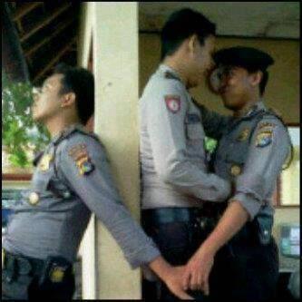 Udah Homo Selingkuh Lagi.. Wkkkkk~ Polisi jaman sekarang..