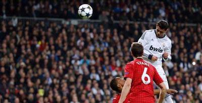 ~Hanya ada 1 kata buat CR7 WOW~ ~AS_27~ 1. Dari posisi diam, Cristiano Ronaldo bisa melompat setinggi 44 cm. 2. Sementara dari keadaan berlari, tinggi lompatan Cristiano mencapai 78 cm, atau 7 cm di atas rata-rata lompatan pemain NBA.