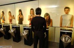 Dibuka pada tahun 2005 di Selandia Baru,dirancang untuk mebuat seolah-olah Anda yang sedang buang air kecil diintip oleh para wanita.Namun Anda tidak perlu malu karena mereka hanya gambar yang ditempel di dinding.wow a donk