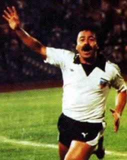 taukah anda bahwa..... Carlos Caszely (pemain Chili) adalah pemain yang terkena kartu merah pertama di Piala Dunia, tgl, 14 Juni 1974 kasih wow nya ya..!!!
