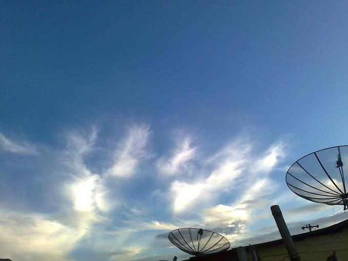 kemarin tanggal 11 Pebruari 2013 06:50 wib kemarin saya melihat ada awan berbentuk lafaz Allah... 100 % No Edit..