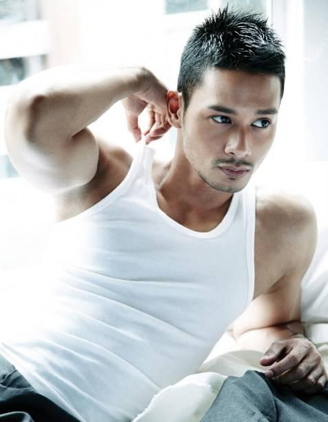 artis asal indonesia.. tengah populer di malaysia ... yaitu hardy hartono... dngan akting dia yang bagus,muka ganteng, dia skarang tngah populer no 1 di malaysia... congratulations hardy hartono...