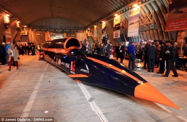 Calon Mobil Tercepat Dunia Tahun 2013, Bermesin Jet , Bertenaga 80.000 HP Api keluar dari nozzle selama sepuluh detik dengan suara gemuruh mencapai 186 desibel diperkirakan lebih keras daripada Boeing 747 lepas landas. Memang roket itu