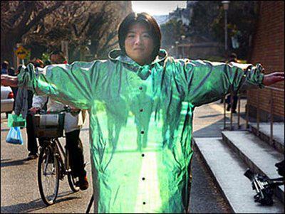 ini dia!! jas hujan masa depan yang tembus pandang