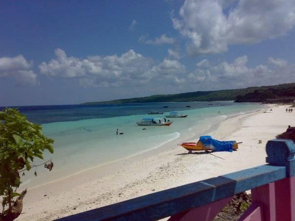 Pantai Bira , Letaknya di kabupaten bulukumba sulawesi selatan . merupakan tempat wisata pasir putih , dimana pasir putihnya gan bersal dari pecahan-pecahan cangkang organisme atau koral yang mengalami erosi . sehingga menjadi pasir