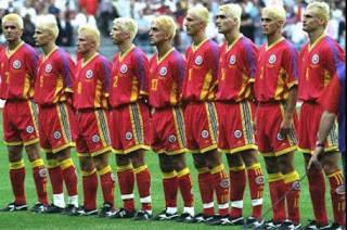 taukah anda bahwa di Piala dunia 1998 para pemain RUMANIA memiliki warna dan model rambut yang sama, !!! ini baru namanya kompak...!!!!