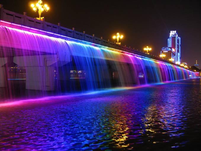 Pada tanggal 9 September 2008, Jembatan Banpo di Seoul membuat kejutan besar: air mancur 10.000 nosel yang dipasang sepanjang jembatan di kedua sisi. Segera setelah dipasang, jembatan berubah menjadi wisata utama WOW nyaaaaa JANGAN LUPA YAA :-)