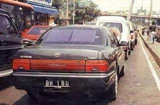 apakah ada kejanggalan dengan Plat mobil ini..??WOW ..?? HAHAHA