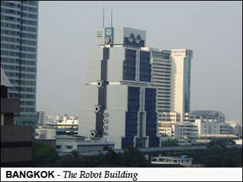 Satu lagi dari Bangkok dan juga diarsiteki Sumset Jumsai.Dilengkapi dengan mata dan antena, figurnya pun semakin mirip robot raksasa di tengah kota.