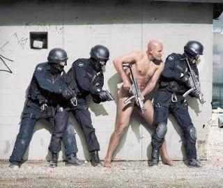 Pasukan anti teror lengkap dengan jaket dan celana kulit asli