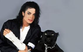ang terbaru adalah tentu saja Michael Jackson yang meninggal pada 25 Juni 2009. Arwah King of Pop itu menampakkan diri di koridor rumahnya yang dulu, di Neverland. Penampakan Jacko tertangkap kamera stasiun berita CNN yang tengah melakukan repo