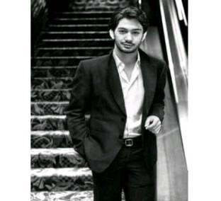 Yang Bilang Ini Ganteng : Reza Rahadian - Aktor Tempel Jempolnya dong ( WOW )