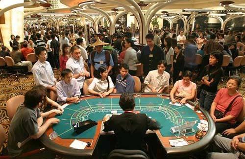 Jika di Amerika ada Las Vegas, maka di Cina ada Macau. Kota ini tidaklah jauh berbeda dengan Las Vegas. Tempat perjudian terbesar di Asia ini, omsetnya bahkan sudah melampaui Las Vegas. Source Baca selengkapnya di KVLT Webzine: Penting Gak Pe