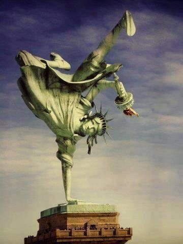 Patung liberty nya lagi dance... klik wow... maka dy akan bergerak