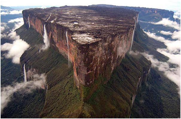 Gunung Roraima , Gunung unik berbentuk meja datar .......law baru tau WOWnya ya PLISS>...
