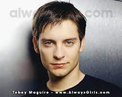 kira kira kata kalian Tobey Maguire, pemain film spiderman ganteng nggak ?? mana wow nyaa