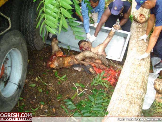 GEMPARR.... indonesia terkenal dengan sok jagonya ada tempat balap malah ngebut2 dijalan dengan mati sia-sia...