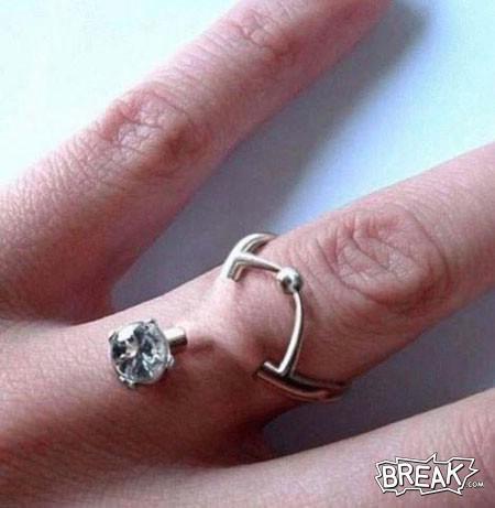 Mungkin kamu tertarik memiliki cincin yang seperti ini?